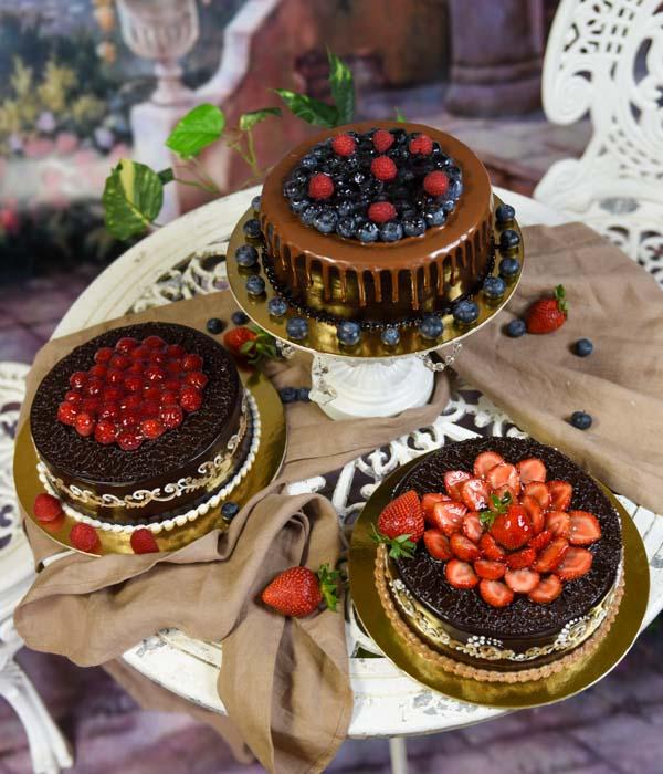 Vasaros tortai su uogomis