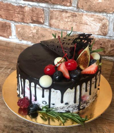 Šventinis tortas su uogomis