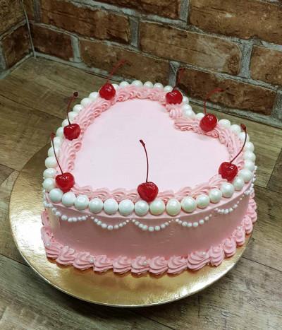 Tortas širdis su vyšniomis