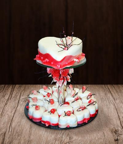 Vestuviniai pyragaičiai širdelės