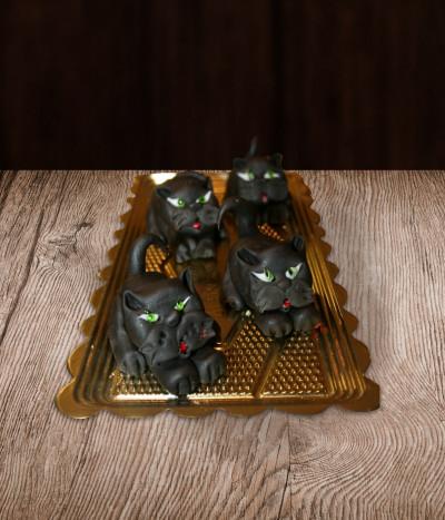 Helovino papuošimas juodos katės
