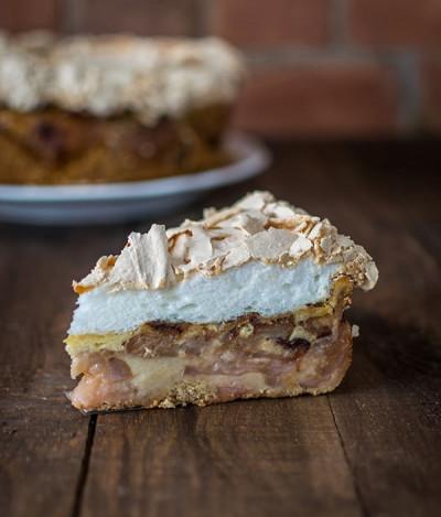 Pyragas su obuoliais ir morengu