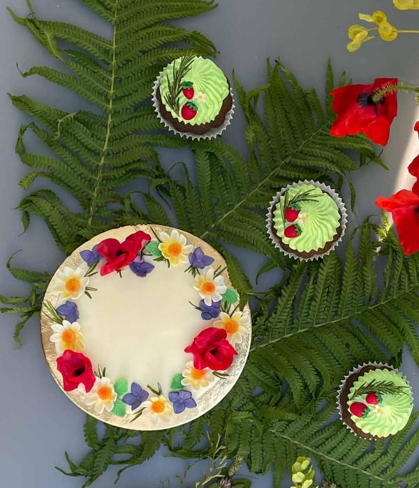 Joninių nuogas tortas su gėlėmis