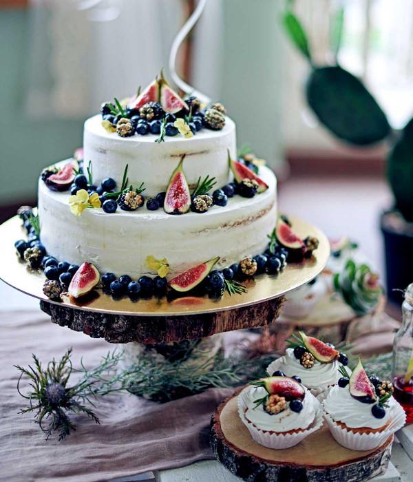Nuogas (nude, naked) tortas su uogomis