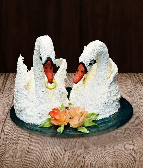 Vestuvinis tortas gulbės
