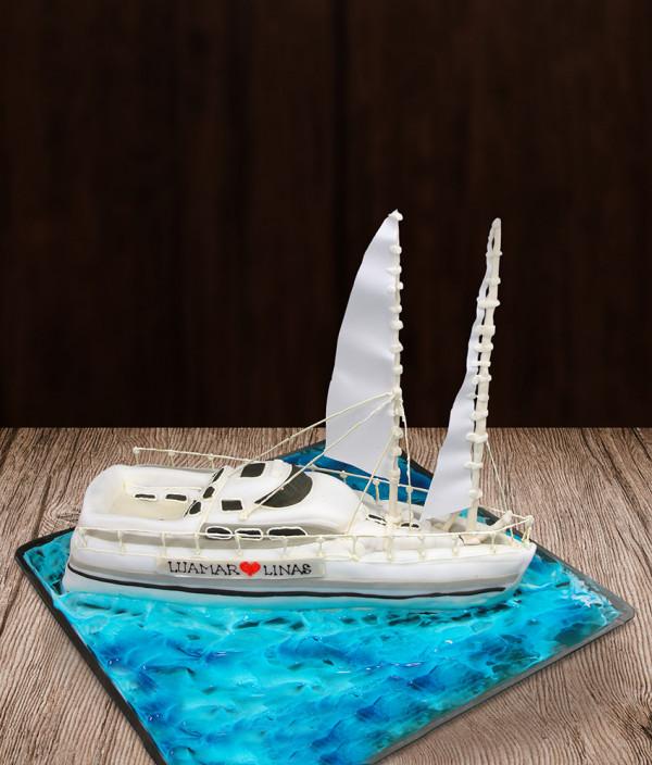 Tortas laivas jachta