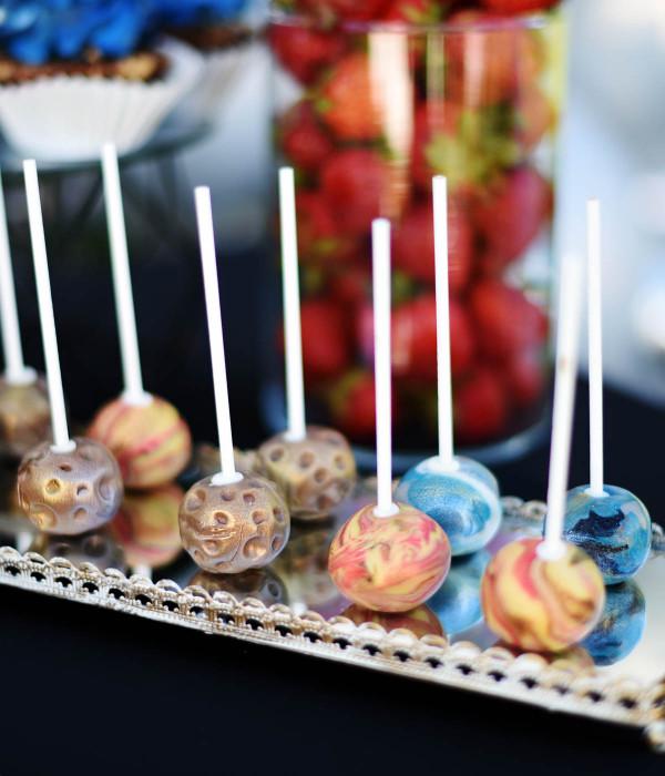 Kosmoso CAKE POPSAI (pyragaičiai ant pagaliuko)