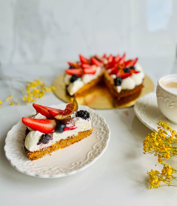 MORKŲ tortas be pridėtinio cukraus ir riešutų